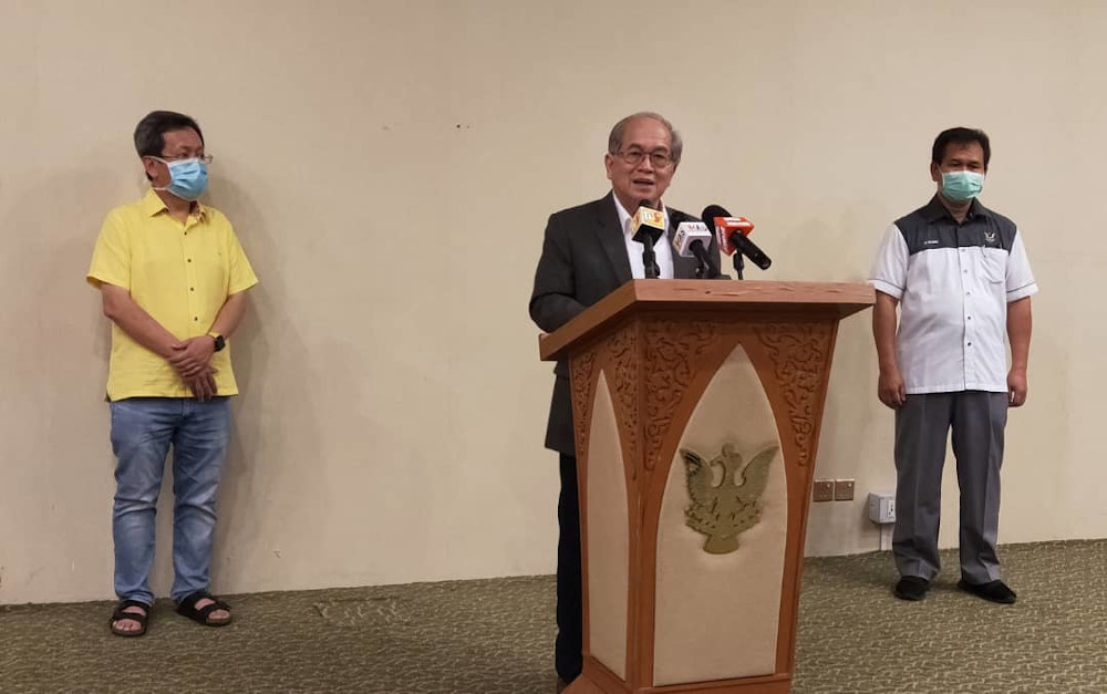 Deputy Chief Minister Datuk Amar Douglas Uggah said a returnee from the UK who tested positive for Covid-19 broke Sarawak's seven-day record today.. — Picture courtesy of Sarawak Public Communications Unit (UKAS)