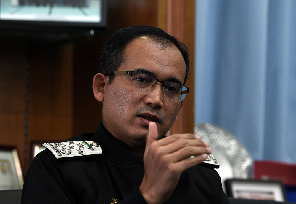 Datuk Khairul Dzaimee Daud says the Immigration Department will revoke the Long-Term Visit Pass of any foreigners who refused to pay the cost of quarantine upon returning from abroad. — Bernama pic