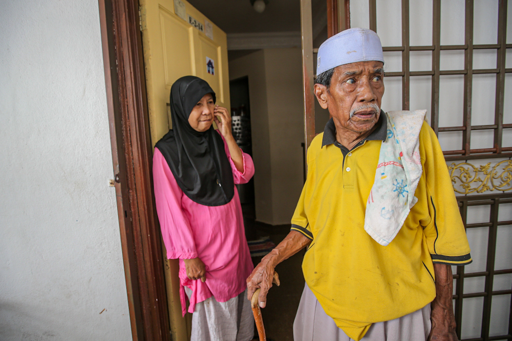Norayni and her husband Zauniddin Mat Noor are struggling to buy basic needs as their son's work shifts dwindle with the MCO in place. — Picture by Hari Anggara