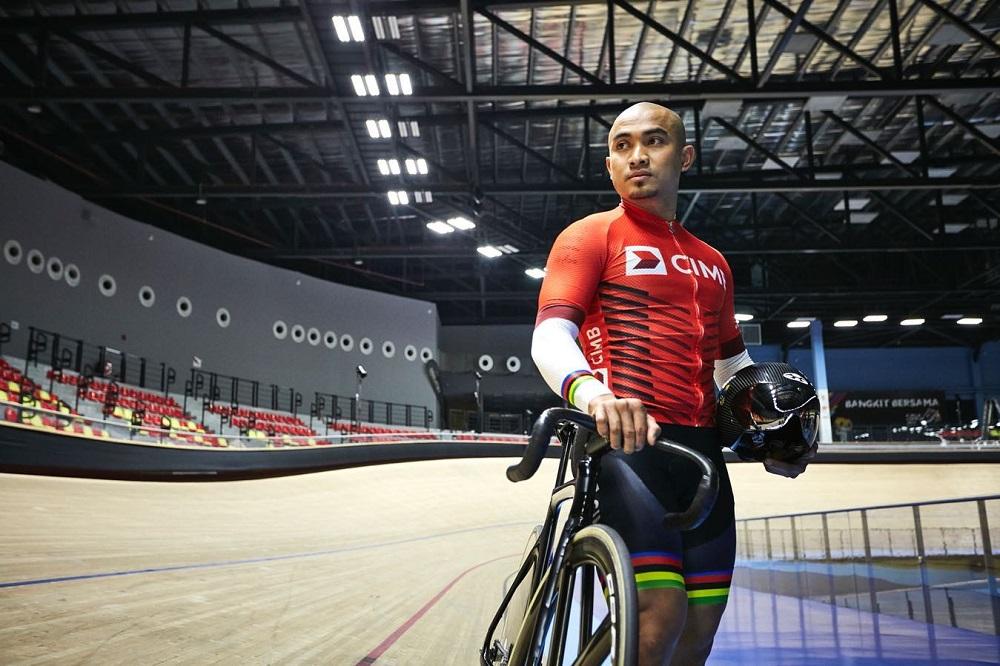 Azizulhasni edged Mohd Shah Firdaus in the final at the Darebin International Sports Centre Velodrome. — Picture via Facebook/azizulawangofficial