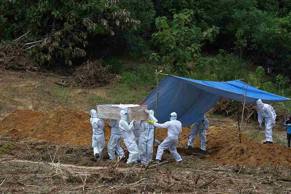 Infections rose 1,607, for a total of 63,749 cases. — Antara Foto/Jojon via Reuters