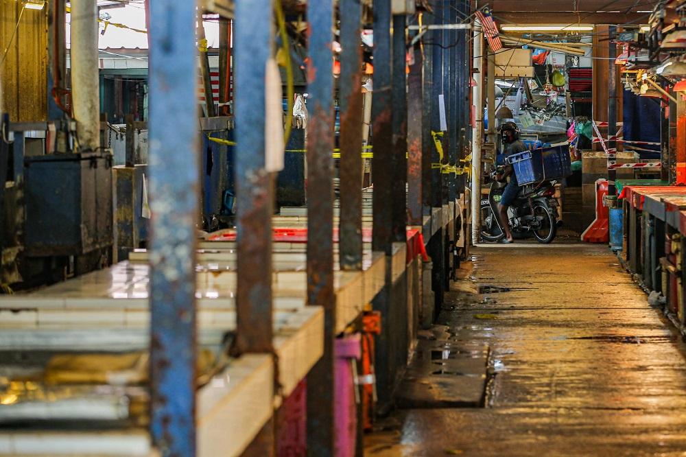 A general view of the market along Jalan Raja Bot near Chow Kit in Kuala Lumpur April 28, 2020. ― Picture by Hari Anggara