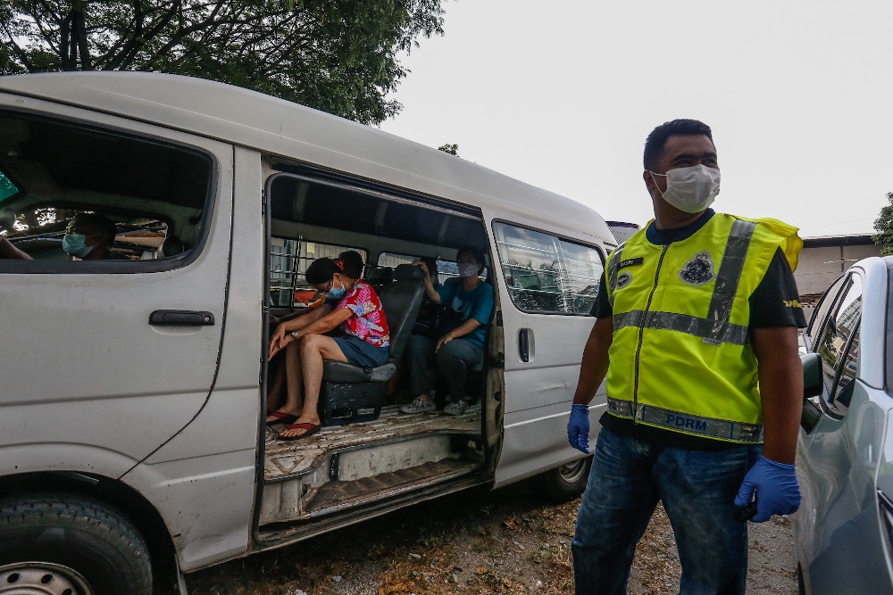 Ops Benteng saw 120 undocumented migrants and two middlemen arrested yesterday. — Picture by Sayuti Zainudin