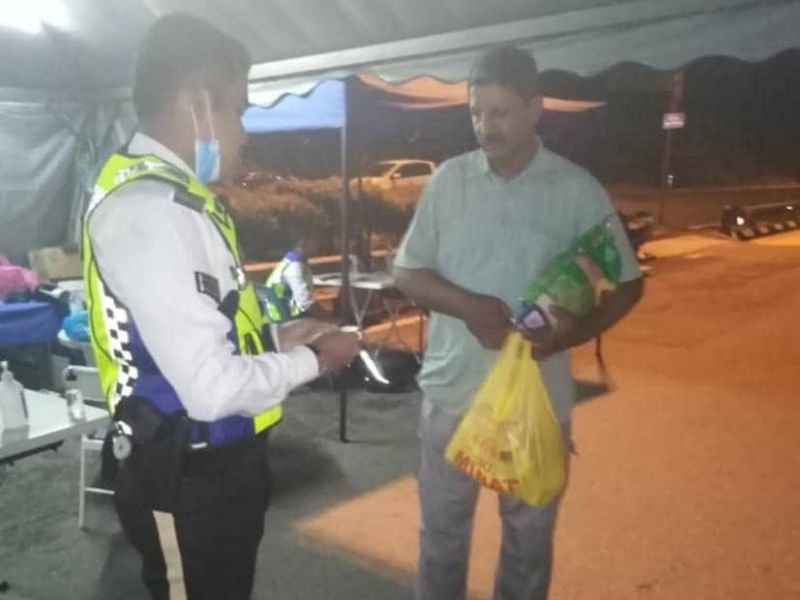 Corporal Syazwan passing essential groceries to the Pakistani man who is desperate to feed his family at home. — Picture courtesy of Muhammad Syazwan Ahmad Saifudin
