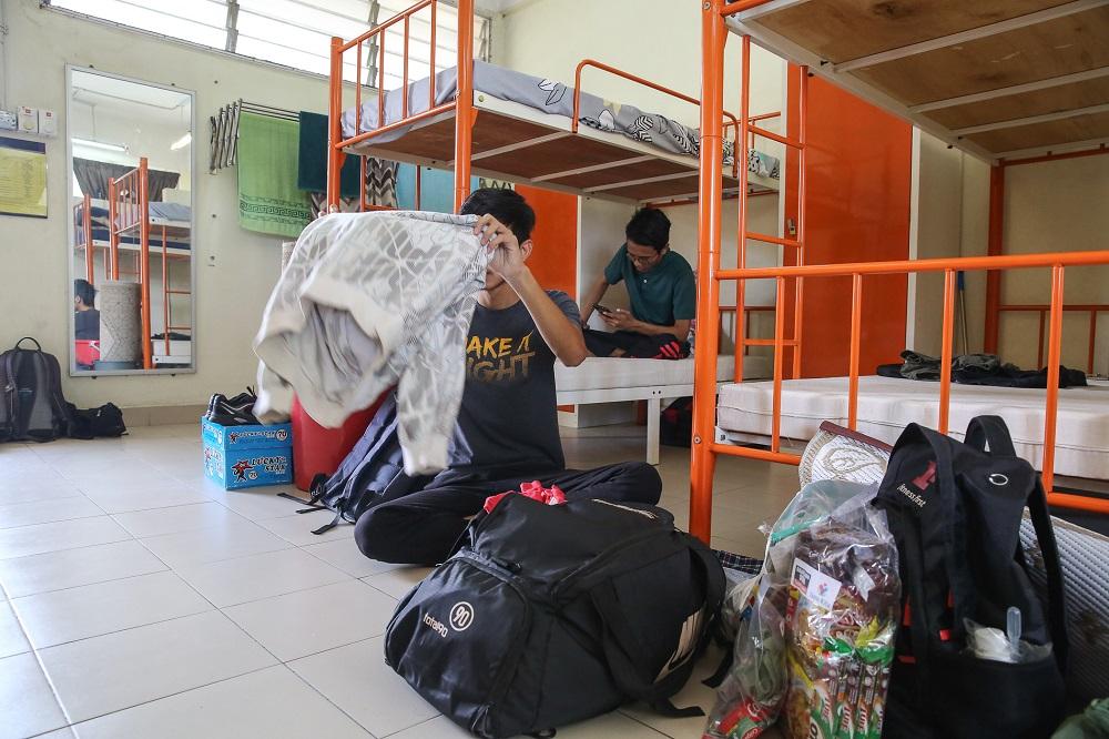 UiTM students packing their belongings at their residential college at Kolej Perindu in Shah Alam April 25, 2020. ― Picture by Yusof Mat Isa