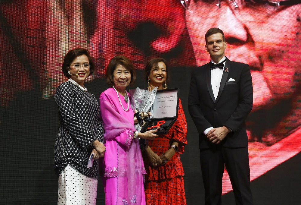 YSD governing council member Datin Paduka Zaitoon Othman (second from left) receiving the Patron Award in 2018 from MAF chairman Prof Datuk Dr Adeeba Kamarulzaman (far left) and MAF patron Datin Paduka Marina Mahathir (third from left). On the far right is Hilton regional manager Jamie Mead Chairman of MAF, Dato Professor Dr Adeeba Kamarulzaman (left) and Patron of MAF, Datin Paduka Marina Mahathir (middle) at the Tun Dr Siti Hasmah Award Gala Dinner 2018. — Picture courtesy of Malaysian AIDS Foundation