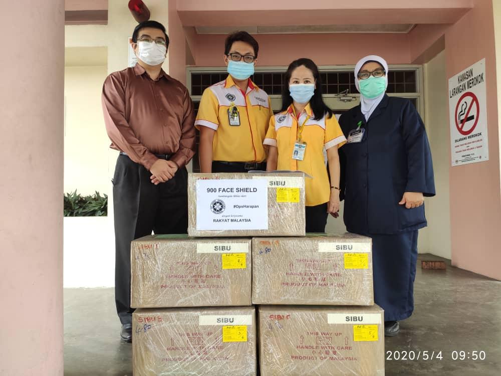 """圣约翰救伤机构(SJAM))联手救援组织""""希望行动""""捐900个防护面罩给诗巫医院。-圣约翰救伤机构提供-"""