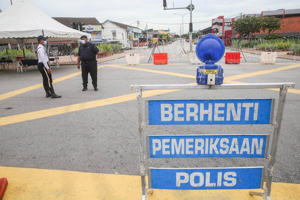Petaling Jaya district police deputy chief Supt Ku Mashariman Ku Mahmood said the road closures covered Jalan Persiaran Mahogani in Seksyen 9, Jalan Persiaran Jati in Seksyen 8 and Jalan Persiaran Sungai Buloh. — Picture by Choo Choy May