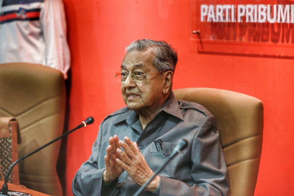 Tun Dr Mahathir Mohamad speaks during a press conference at Yayasan Selangor building in Petaling Jaya May 29, 2020. — Picture by Ahmad Zamzahuri