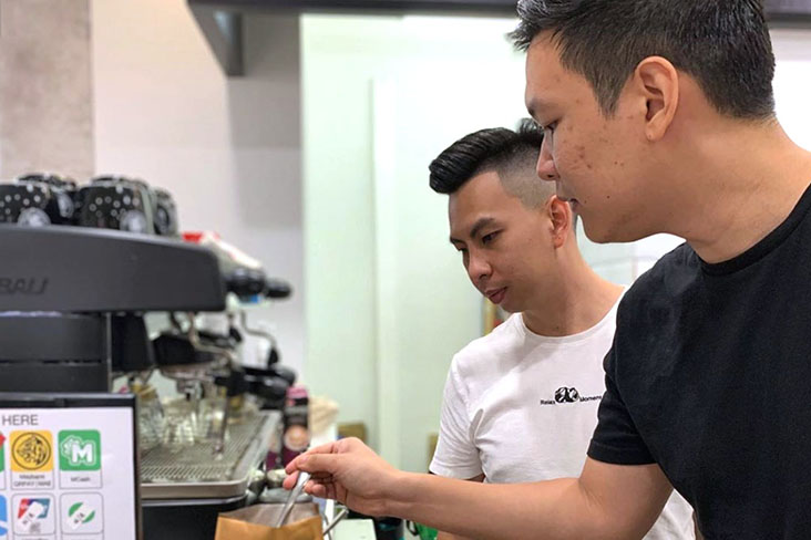 Shane Tan showing how to make high quality hot chocolate in Penang