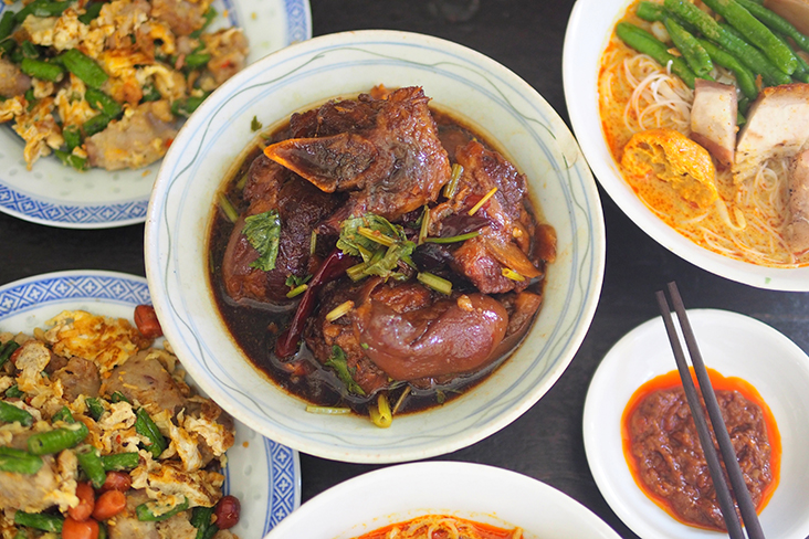 The vinegar pork trotters has a nice, balanced taste, thanks to the use of two types of vinegar and dried chillies — Pictures by Lee Khang Yi