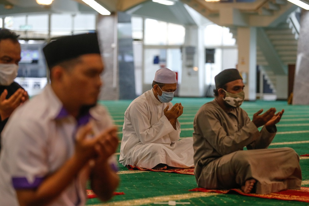 Muslims attending Friday prayers at the Penang State Mosque in George Town May 22, 2020. — Picture by Sayuti Zainudin