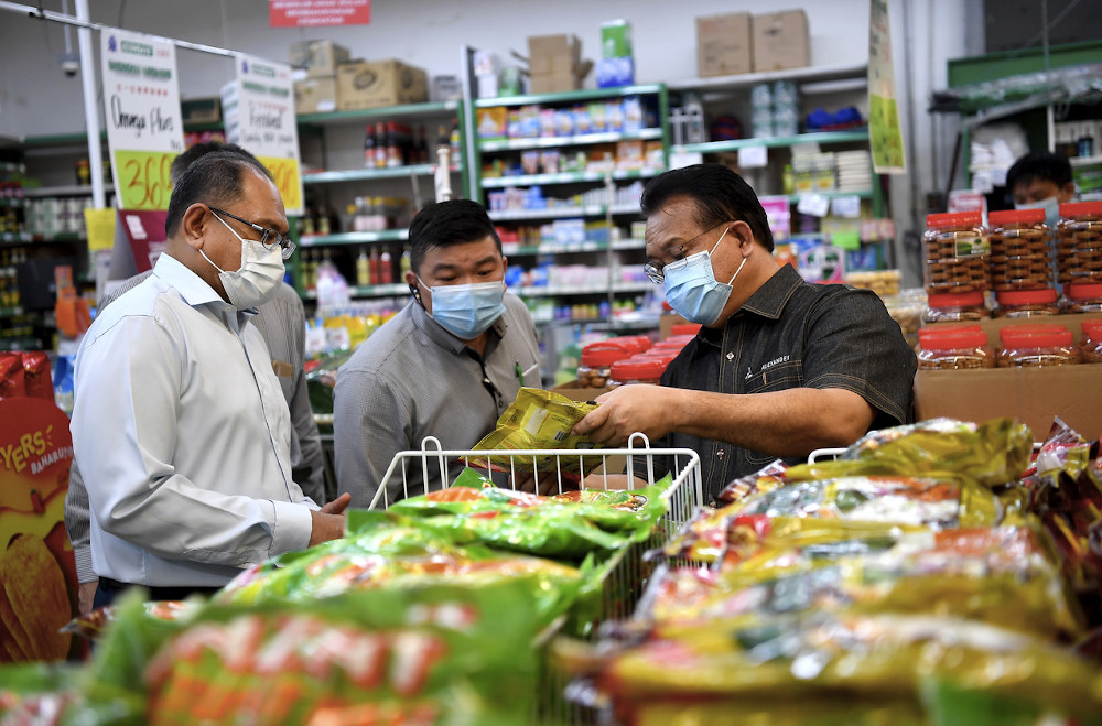 Domestic Trade and Consumer Affairs Minister Datuk Alexander Nanta Linggi (right) said high demand for domestic products would have a positive impact on the national economy and reduce the rate of unemployment as more job opportunities will be available. — Bernama pic