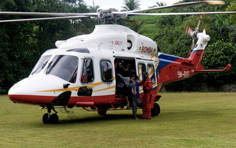 The Fire and Rescue Department's Air Unit mounted a mercy flight to send a critically ill Orang Asli woman to receive treatment at the Gua Musang Hospital May 9, 2020. — Bernama