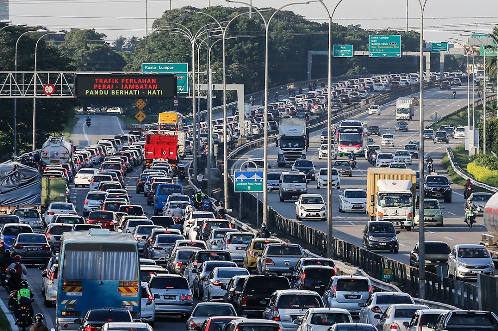 A general view of the traffic on the North South Highway on the first day of the conditional movement control order May 4, 2020. Datuk Seri Ismail Sabri Yaakob said the NSC needed to consider several factors, such as whether the travellers will be passing through a yellow or red zone en route to their destination, and how should monitoring of such travellers be conducted. — Picture by Sayuti Zainudin