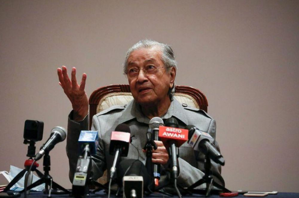 Former Prime Minister Tun Dr Mahathir Mohamad speaks during a news conference in Putrajaya, May 18, 2020. — Reuters pic