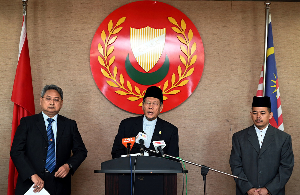 Kedah Mufti Datuk Sheikh Fadzil Awang speaks at a press conference at Wisma Darul Aman in Alor Setar May 18, 2020. — Bernama pic