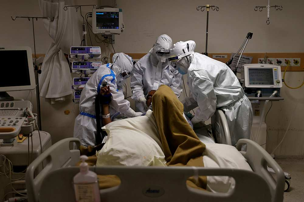 Federal health data showed 75,083 new cases in the last 24 hours, and 1,053 deaths over the same period. — Reuters pic