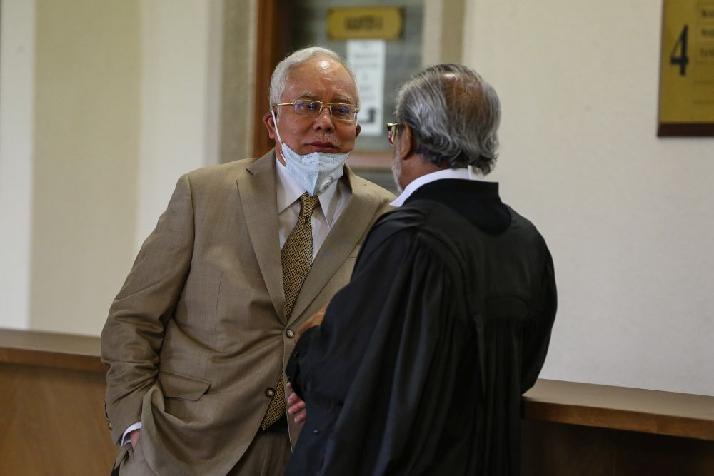 Datuk Seri Najib Razak speaks to his lawyer Tan Sri Muhamaad Shafee Abdullah during a break at the Kuala Lumpur High Court May 20, 2020. In March this year, the court allowed an application by Najib and Rosmah to inspect the jewellery items, which were now kept at Bank Negara Malaysia. — Picture by Yusof Mat Isa