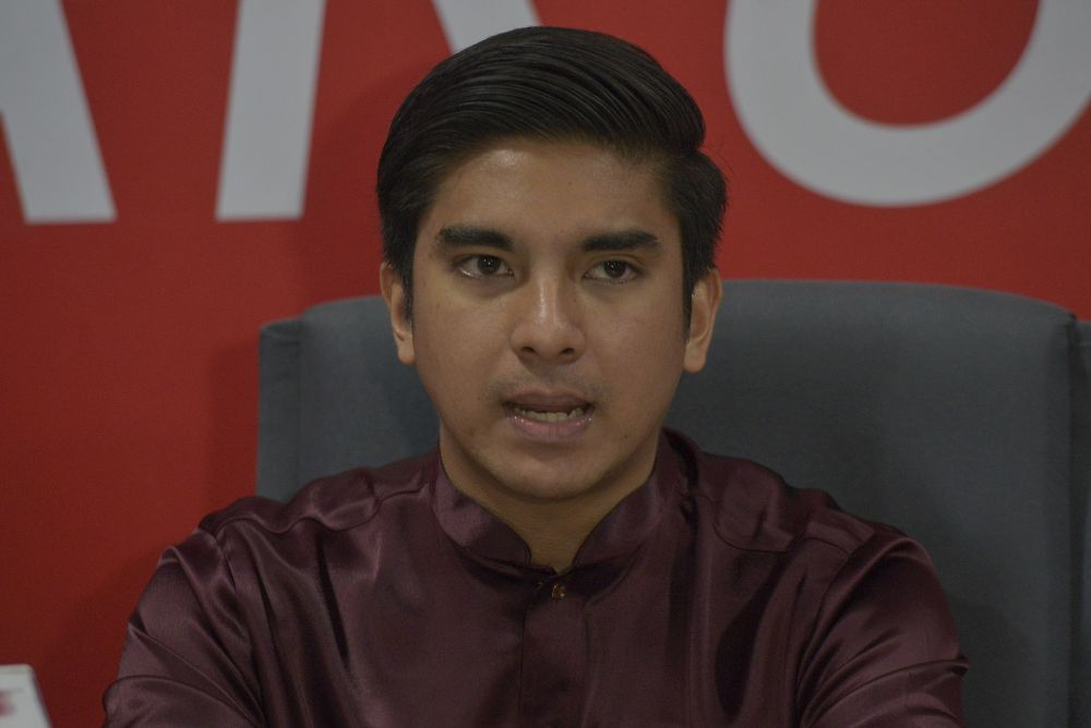 Syed Saddiq Abdul Rahman said Muda has launched a campaign called PauseMalaysia, urging all politicians and political parties to stop their allegedly power-grabbing ways and focus on safeguarding Malaysians from the Covid-19 pandemic. — Picture by Shafwan Zaidon
