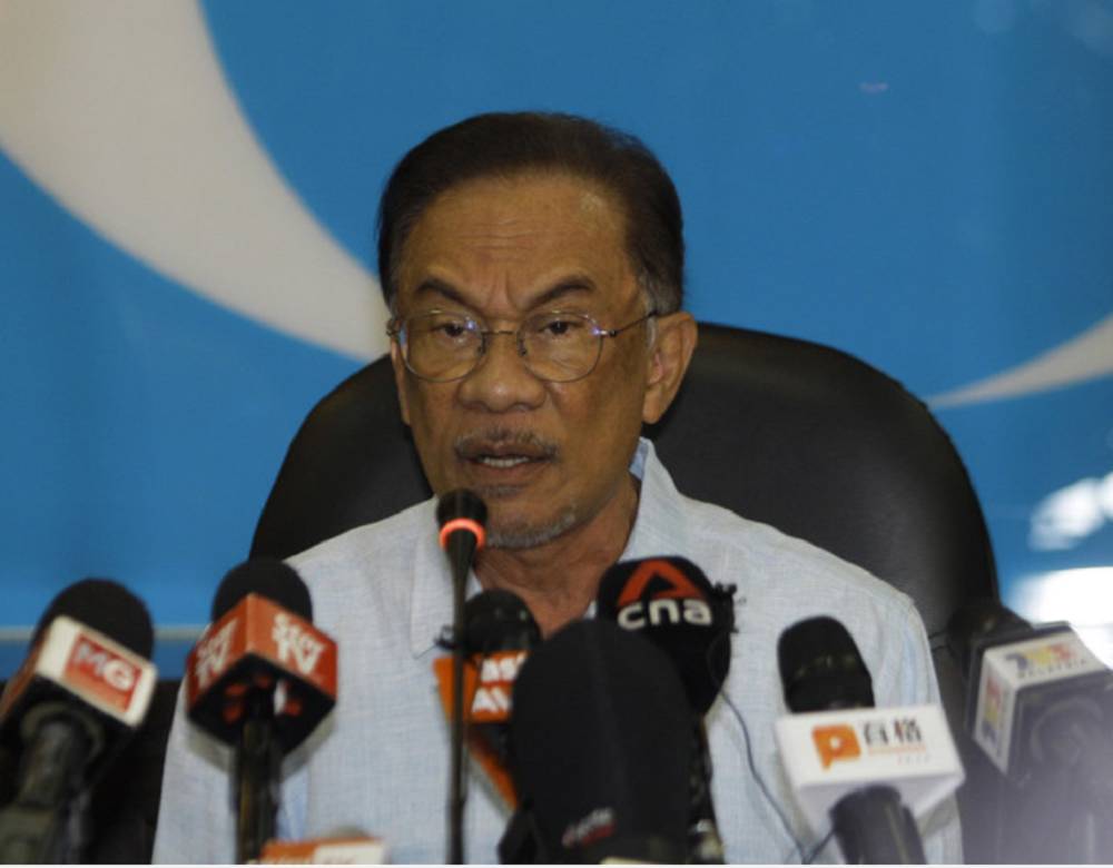 PKR president Datuk Seri Anwar Ibrahim responded on his own Facebook page to say he would support a fresh investigation into the events that took place when he had been the finance minister under the first Mahathir administration. — Bernama pic