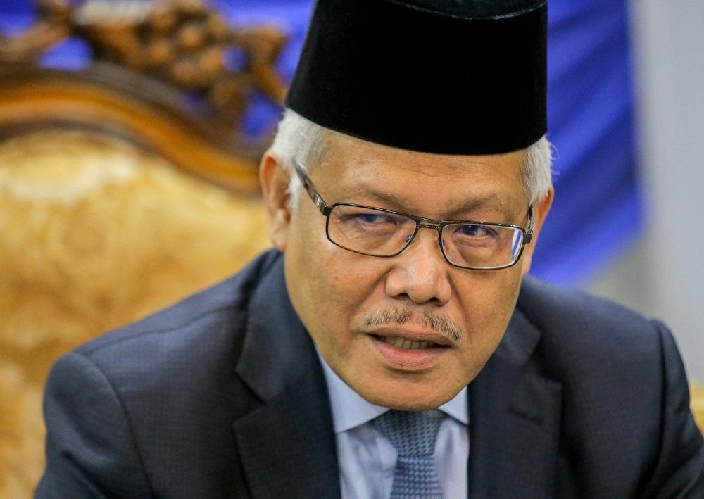 Bersatu secretary-general Datuk Seri Hamzah Zainudin says he will issue notices to the 288 people who terminated their memberships. ― Picture by Farhan Najib