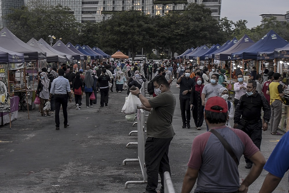 Visitors throng the Putrajaya night market June 26, 2020. — Picture by Shafwan Zaidon