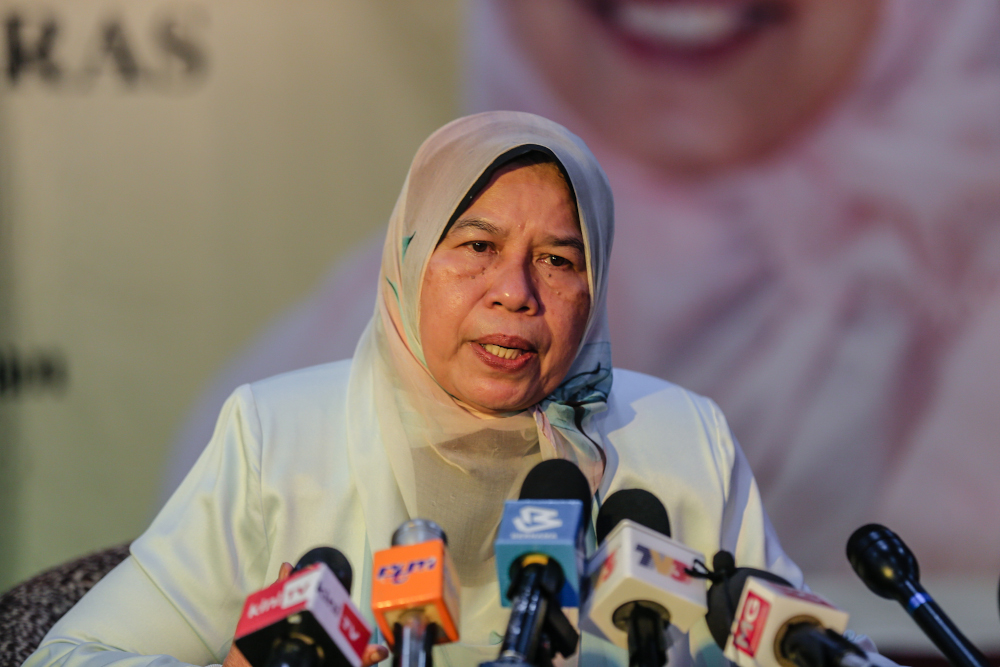 Housing and Local Government Minister Zuraida Kamaruddin said with the guidelines urban gardeners will also not have difficulty referring to and making applications at the various agencies.. — Picture by Firdaus Latif
