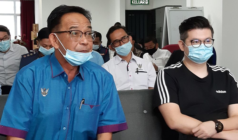 Datuk Abdul Karim Rahman Hamzah (left) says it would be nice to see a fellow Sarawakian, or a Sabahan, be given the chance to become prime minister. — Picture by Sulok Tawie