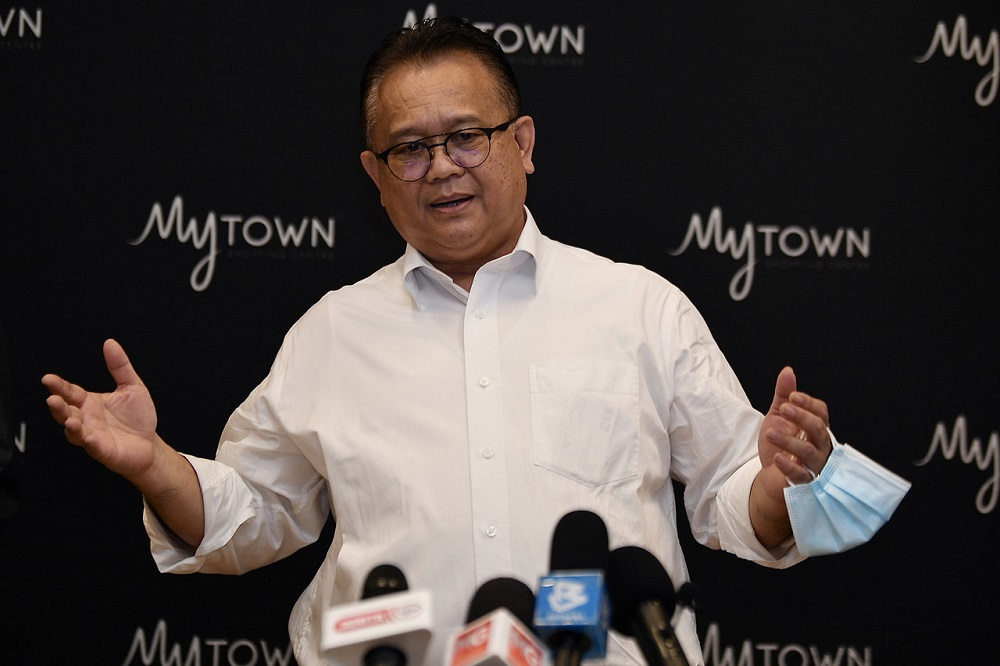 Datuk Seri Alexander Nanta Linggi urged the police top management in Bukit Aman to reconsider its decision to reduce the number of Sarawakian police personnel stationed in the state from 70 to 40 per cent. — Bernama pic