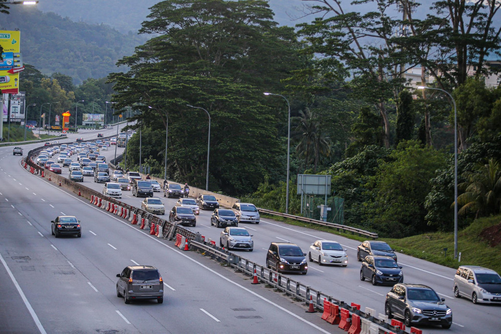 A general view of the traffic on the LPT highway on June 28, 2020. — Picture by Hari Anggara