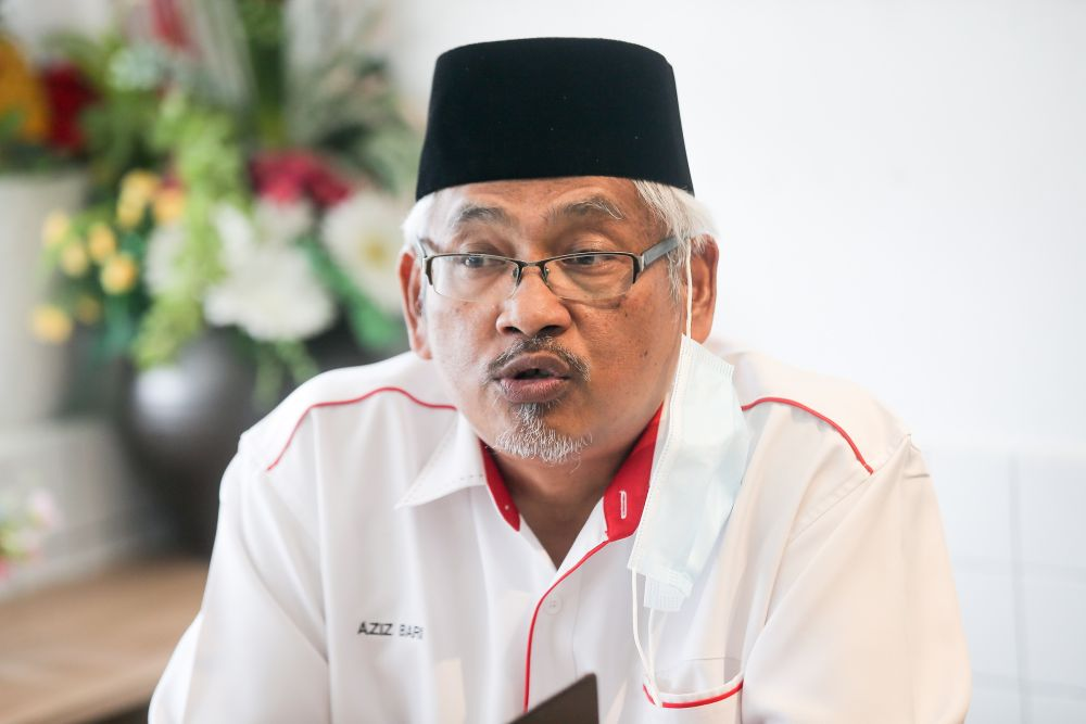 Perak Opposition leader Abdul Aziz Bari speaks to reporters at the Addon White Coffee restaurant in Ipoh June 26, 2020. — Picture by Farhan Najib