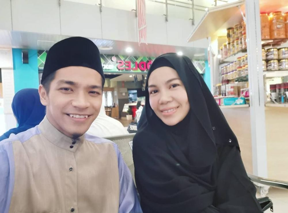 1 - The couple had decided to call it quits in April after Noorainul confirmed her pregnancy. — Picture from Instagram/farhanmutawwif