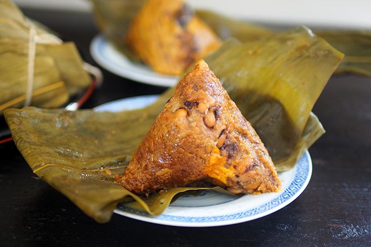 资深营养师黄诗雁提醒,特别是用糯米制成的粽子,热量都很高,建议一天只吃一颗粽子。-Lee Khang Yi摄-