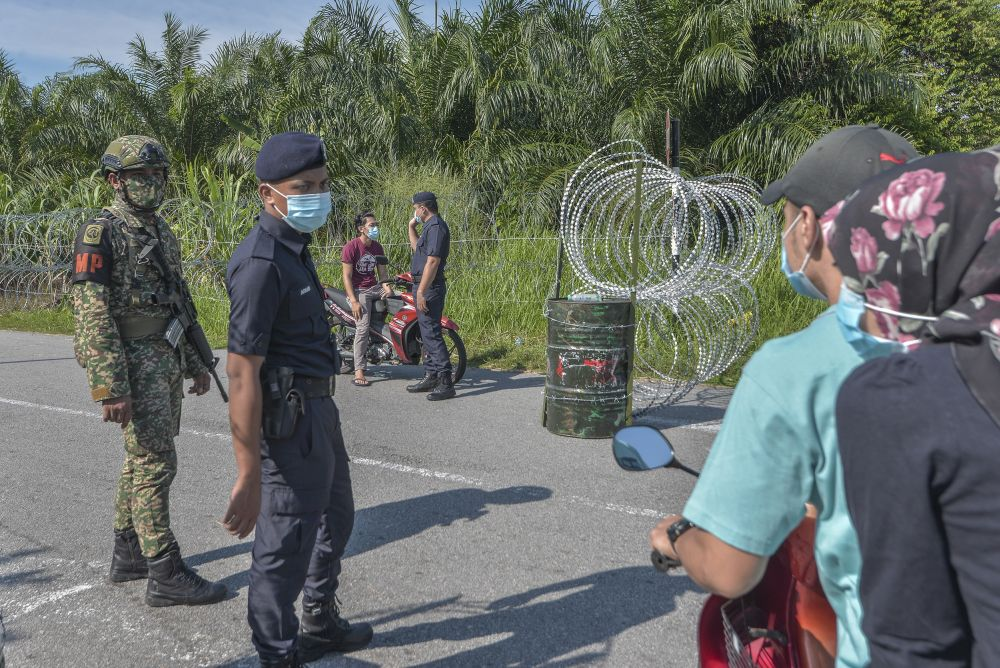 Armed Forces and police personnel man a roadblock in Taman Langat Murni, Kuala Langat June 3, 2020. — Picture by Shafwan Zaidon