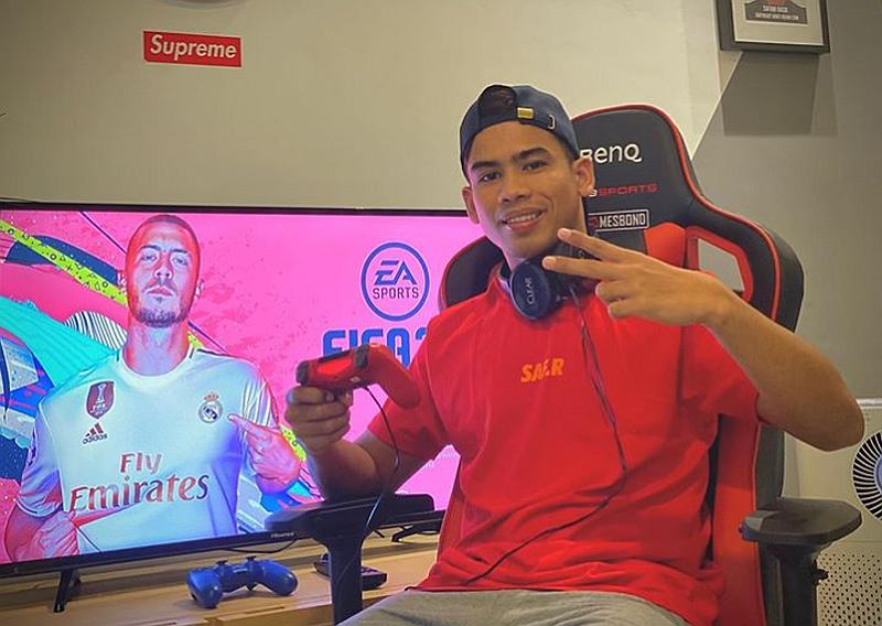 An avid gamer himself, Safawi Rasid says he will be gifting a PS4 to Danish. — Picture via Instagram/@safawirasid29