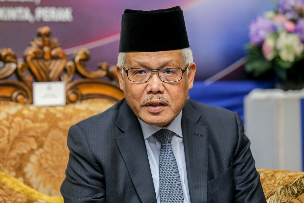 Datuk Seri Hamzah Zainudin speaks to reporters in Ulu Kinta, Ipoh June 19, 2020. ― Picture by Farhan Najib