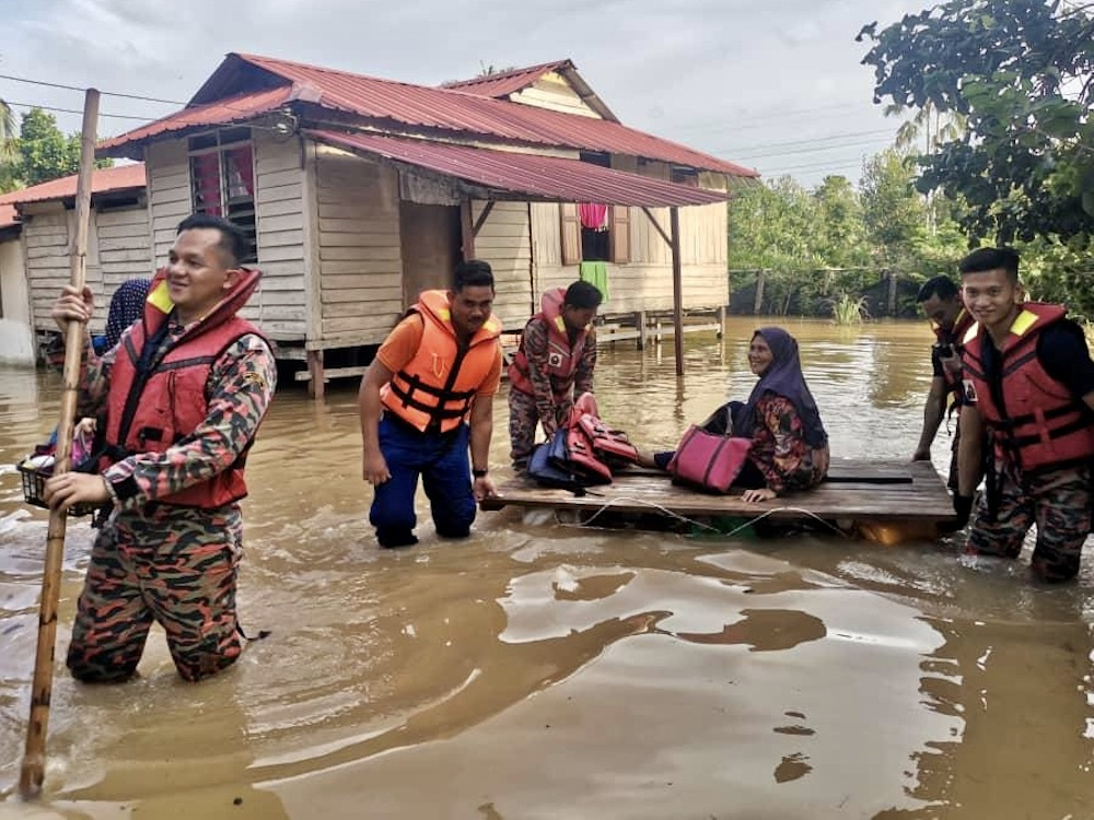 File picture of firemen rescuing trapped flood victims in Kampung Sawah in Pekan Nanas after the massive downpour June 20, 2020. — Picture courtesy of the Johor Fire and Rescue Department