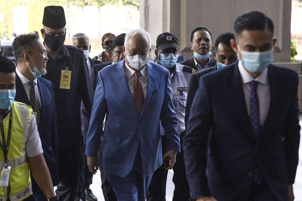 Datuk Seri Najib Razak (centre) arrives at the Kuala Lumpur High Court June 17, 2020. — Picture by Miera Zulyana
