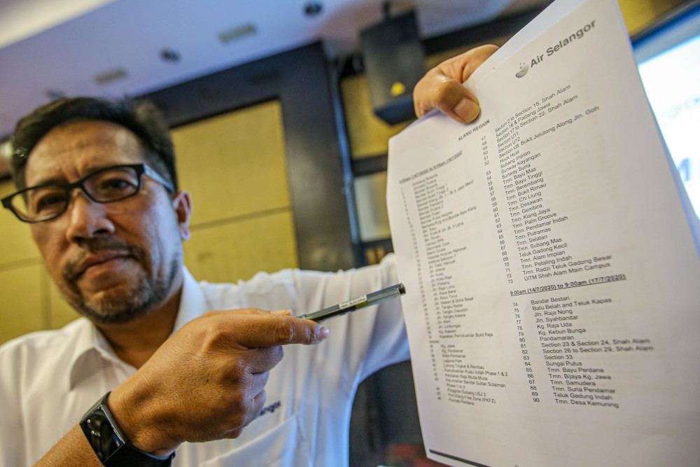 Pengurusan Air Selangor head of operations Abas Abdullah shows a list of affected areas at a press conference on the temporary shutdown for essential improvement works at Bukit Kiara Equestrian & Country Resort July 6, 2020. — Picture by Hari Anggara