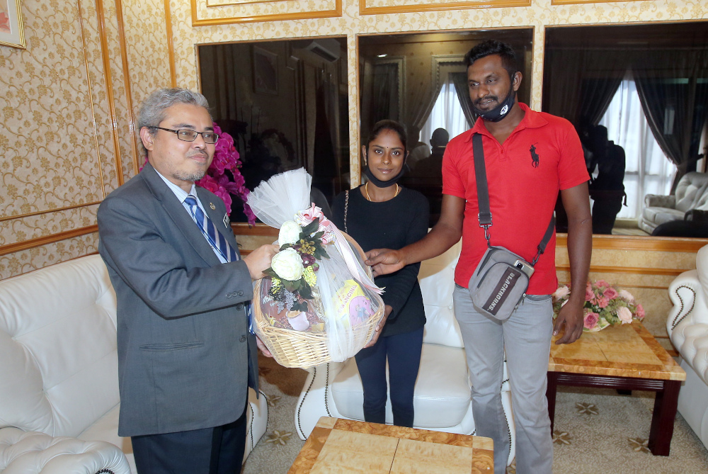 Ipoh mayor Datuk Rumaizi Baharin @ Md Daud presents a fruit basket to Youtuber S. Pavithra and her husband M. Sugu after she was announced as the city's icon July 20, 2020. — Picture by Farhan Najib