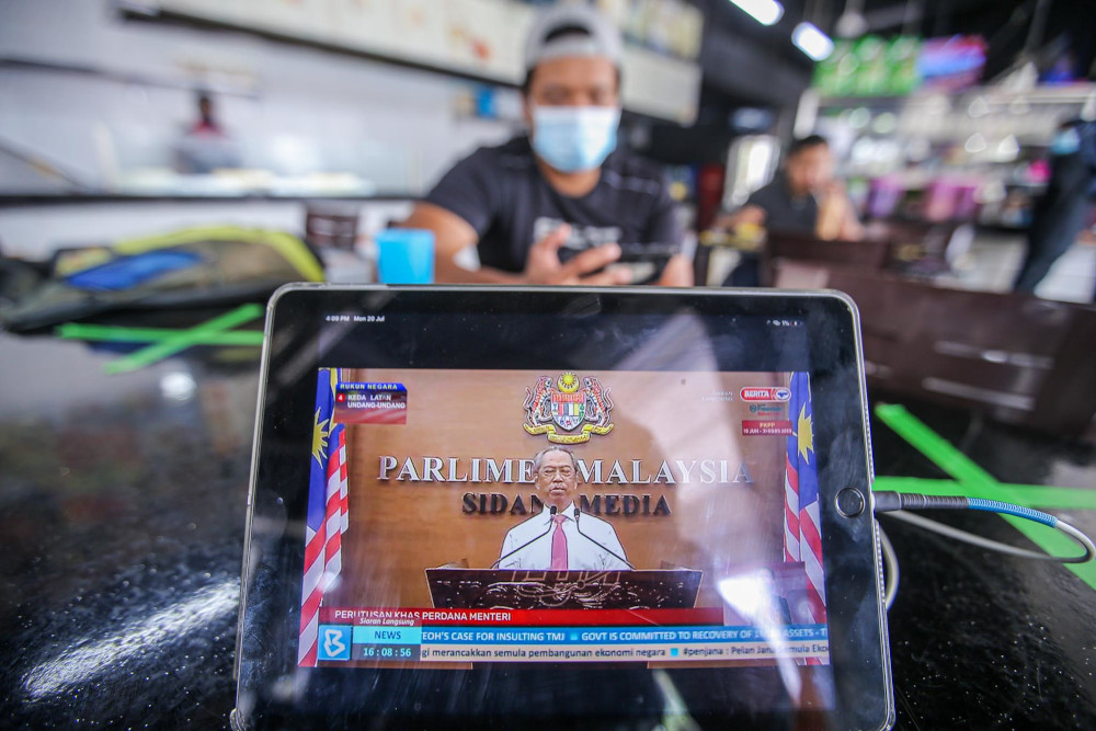 Patrons and workers at the LC Restaurant watch a live telecast of Prime Minister Tan Sri Muhyiddin Yassin in Putrajaya July 20, 2020. — Picture by Hari Anggara