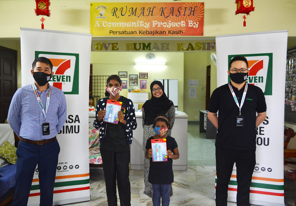 7-Eleven Malaysia's general manager of marketing Ronan Lee and his team members present recipients from Rumah Kasih with the donated items. — Picture courtesy of 7-Eleven Malaysia.