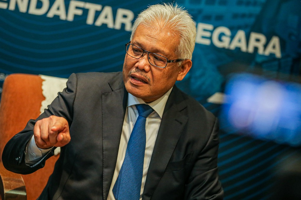 Datuk Seri Hamzah Zainudin said the top leaders and Members of Parliament from the component parties such as Barisan Nasional (BN), Gabungan Parti Sarawak (GPS) and Parti Bersatu Sabah (PBS) remained steadfast with the current government led by Prime Minister Tan Sri Muhyiddin Yassin. — Picture by Hari Anggara