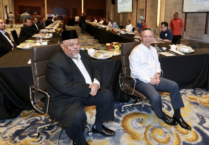 (From left) Johor PAS commissioner Abdullah Husin and state Umno chief Datuk Hasni Mohammad after chairing the state-level Muafakat Nasional (MN) meeting at Jen Hotel, Puteri Harbour in Iskandar Puteri July 26, 2020. — Picture by Ben Tan