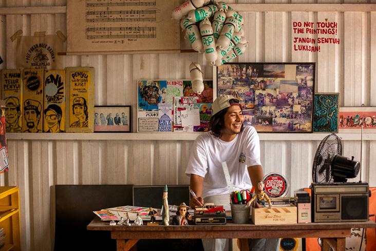 Kuala Pilah-based artist Kide Baharudin basks in scenes of yesteryear — Pictures by Shafwan Zaidon and courtesy of Vans Malaysia/Kide Baharudin
