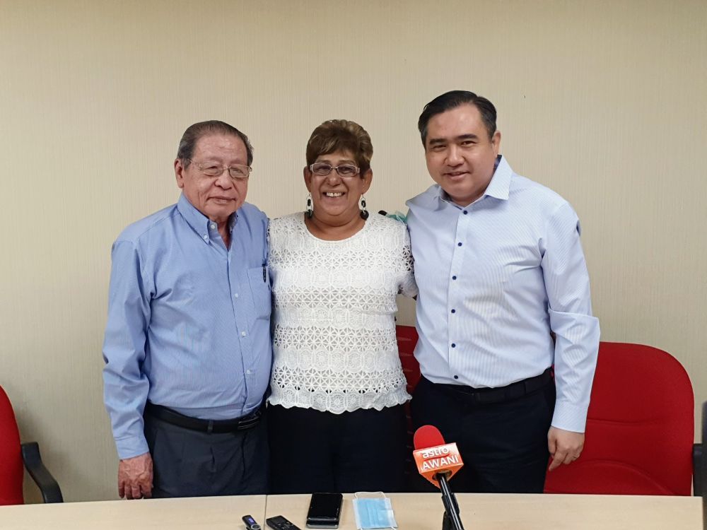 Mary (centre) said the negative remarks about her resignation re-energised her resolve to return to the fold. — Picture courtesy of DAP