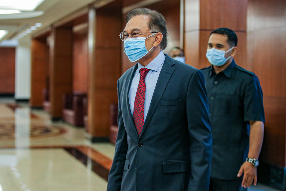 Port Dickson MP Datuk Seri Anwar Ibrahim said the stimulus package should be debated immediately in Parliament to enable members of the Dewan Rakyat to present their arguments. — Picture by Hari Anggara