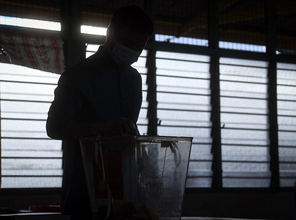 A voter casts his ballot at the Kelas Al-Quran dan Fardu Ain Felda Chini 3 polling centre in Pekan July 4, 2020. ― Bernama pic