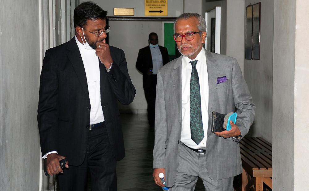 Defence counsels Tan Sri Muhammad Shafee Abdullah and LS Leonard (left) at the Shah Alam High Court June 26, 2020. — Bernama pic